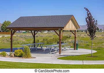 gazebo, mit, picknicken tisch, bank, auf, a, sonnig, park