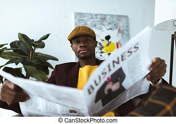 gazeta, biznesmen, czytanie