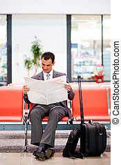 gazeta, biznesmen, lotnisko, czytanie, młody