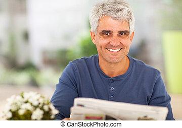gazeta, czytanie, dojrzały człowiek
