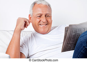 gazeta, dom, senior, czytanie, człowiek