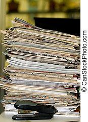 gazety, magazyny, stos