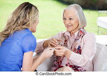ge sig, farmor, läkemedel, sondotter, lycklig