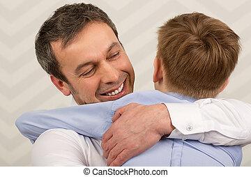 ge sig, kär, omfamningar, fader, son