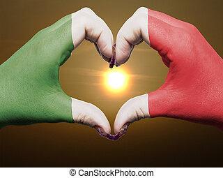 gebaar, gemaakt, door, italië vlag, gekleurde, handen, het tonen, symbool, van, hart, en, liefde, gedurende, zonopkomst