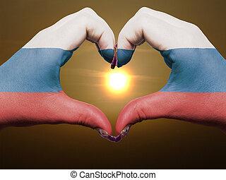 gebaar, gemaakt, door, rusland dundoek, gekleurde, handen, het tonen, symbool, van, hart, en, liefde, gedurende, zonopkomst