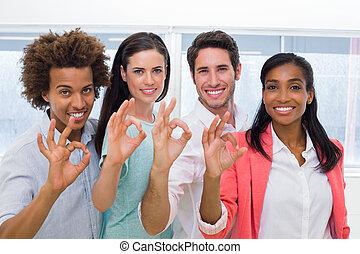 gebaar, ok, groep, werkmannen , geven