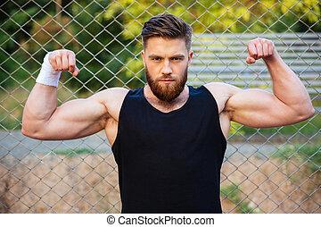 gebaard, het tonen, biceps, verticaal, ongedwongen, man
