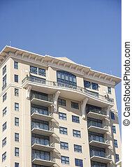 gebouw, blauwe hemel, balkons, onder, rijhuis, stucco