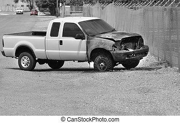 gebrande, wrak, vrachtwagen, kant van de weg
