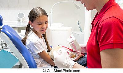 gebrauch, patient, sie, ausstellung, wenig, zahnbürste, wie, zahnarzt, pädiatrisch