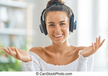 gebrauchend, junge frau, headphones.