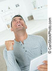 gebrauchend, mann, tablette, glücklich, digital