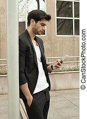 gebrauchend, smartphone, junger mann