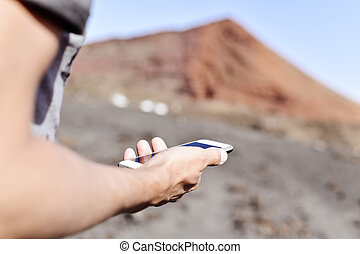 gebrauchend,  smartphone, junger, Mann, draußen