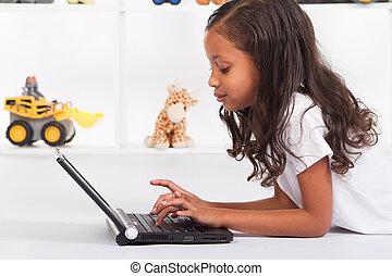 gebruik, amerikaan, draagbare computer, meisje, afrikaan