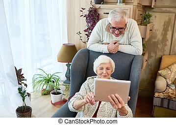 gebruik, oude vrouw, tablet, digitale