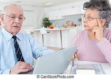 gebruik, paar, draagbare computer, oude van dagen thuis