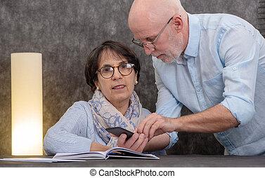 gebruik, paar, smartphone, senior, vrolijke