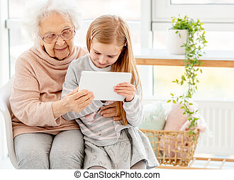gebruik, tablet, oma, kleindochter