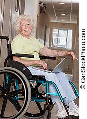 gebruik, wheelchair, vrouw, draagbare computer