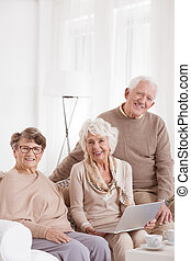 gebruikende laptop, op, day-care, centrum
