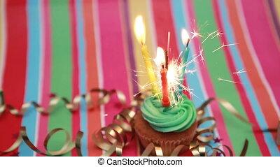 geburstag, cupcake, mit, wunderkerze, und