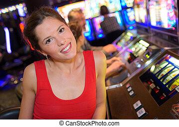 geconcentreerd, gleuf, casino, meisje, spelend, machines