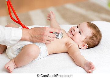 gecontroleerde, arts, het is, kinder dokter, baby, hartslag, hebben