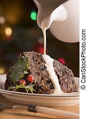 gedeelte, van, kerstmis pudding, met, gieten, room