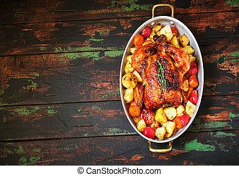 gedient, gebraten, thanksgiving türkei, mit, gemuese, auf, hölzern, hintergrund