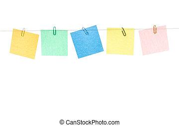 gefärbt, gelber , grün, blaues, rotes , aufkleber, mit, büroklammern, hängen, a, seil