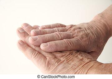 gefaltete haut, auf, älterer mann, hände