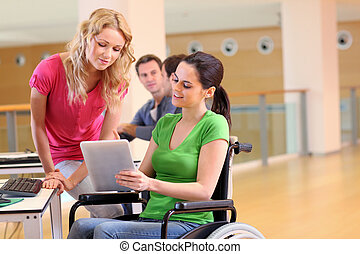 gehandicapte persoon, werken, elektronisch, tablet