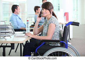 gehandicapte vrouw, in, kantoor