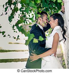 geheiratet, paar, in, städtisch, hintergrund