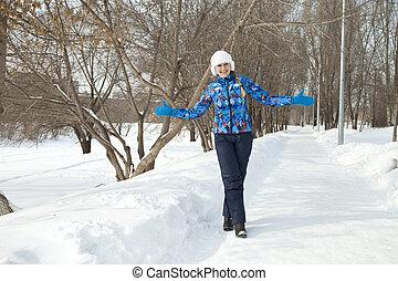 gehen, frau, park, winter, glücklich