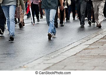 gehen, gruppe, menschenmasse, (motion, -, zusammen, blur)