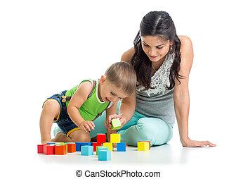 geitje, jongen, en, moeder het spelen, samen, met, blok, speelgoed