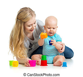 geitje, jongen, en, moeder het spelen, samen, met, kop, speelgoed