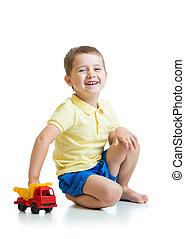 geitje, jongen, spelend, met, speelgoedauto