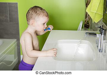 geitje, of, kind, borstelende teeth, in, badkamer