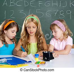 geitjes, groep, van, student, meiden, op, school, klaslokaal