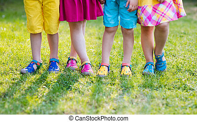 geitjes, met, kleurrijke, shoes., kinderen, schoeisel