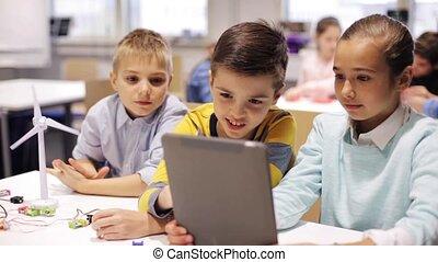 geitjes, met, tablet pc, programmering, op, robotics, school