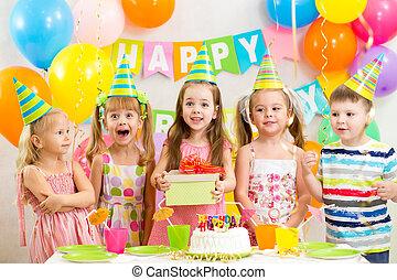 geitjes, of, kinderen, op, verjaardagsfeest