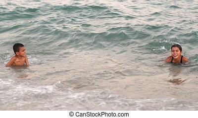 geitjes, spelend, zee, vrolijke