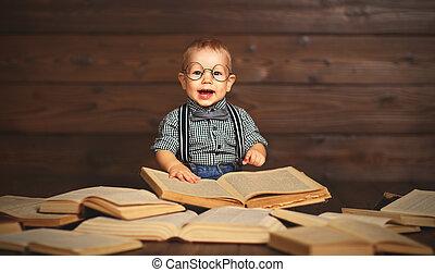 gekke , baby met, boekjes , in, bril