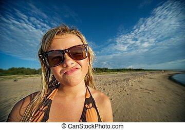 gekke , jonge, gezicht, vervaardiging, meisje, strand