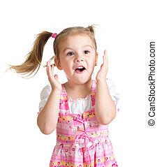 gekke , kind, meisje, met, handen, dicht, gezicht, vrijstaand, op wit, achtergrond